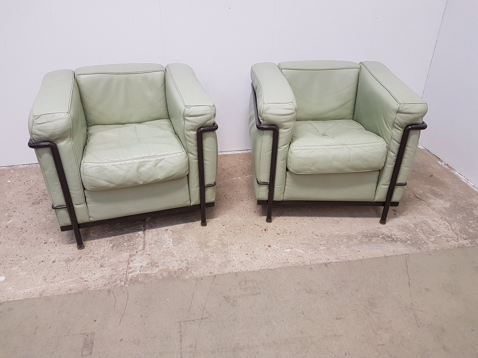 Vintage LC2 Lounge Chairs by Le Corbusier for Cassina, Set of 2