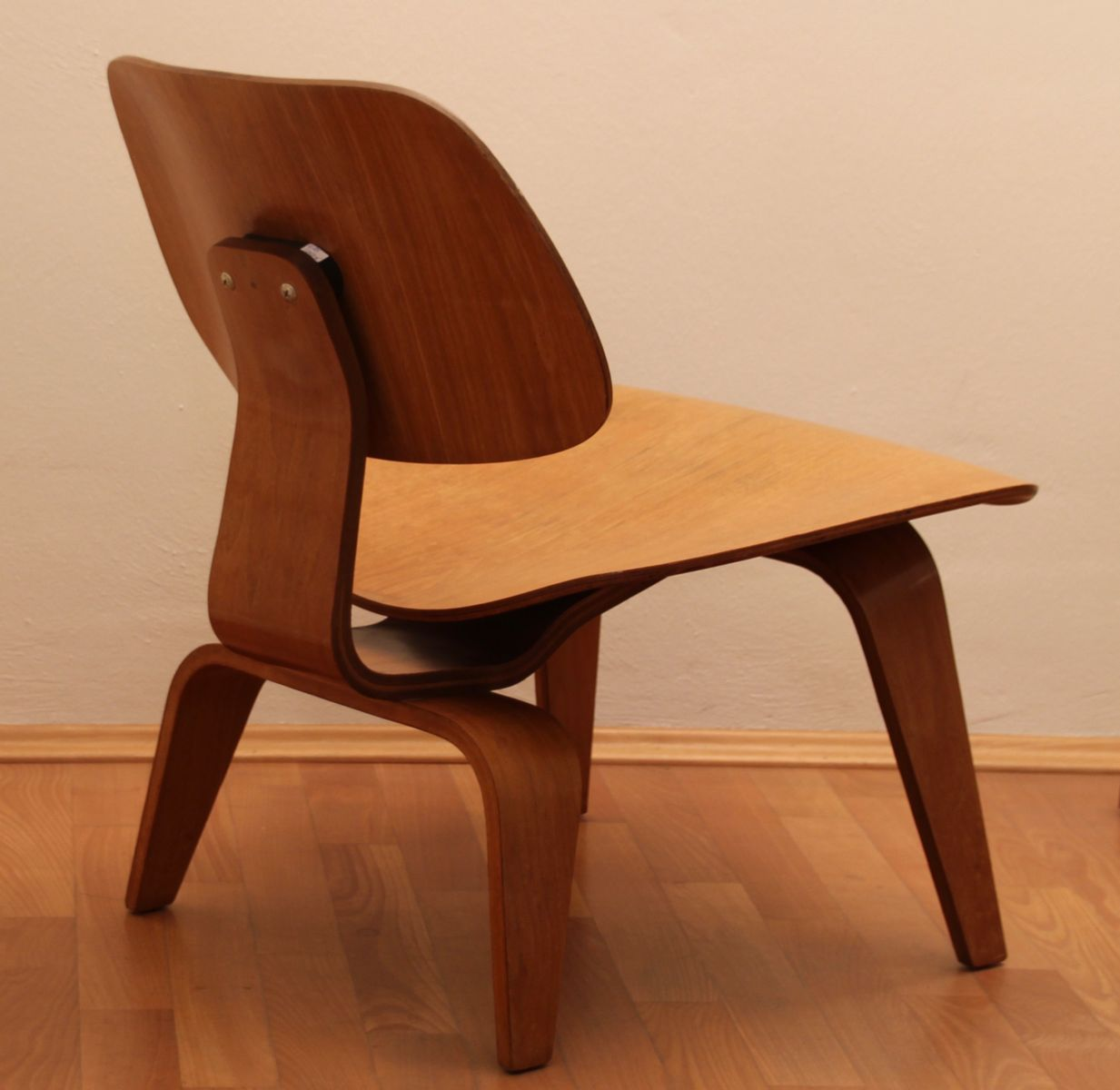 lcw stuhl von charles ray eames f r herman miller 1949. Black Bedroom Furniture Sets. Home Design Ideas