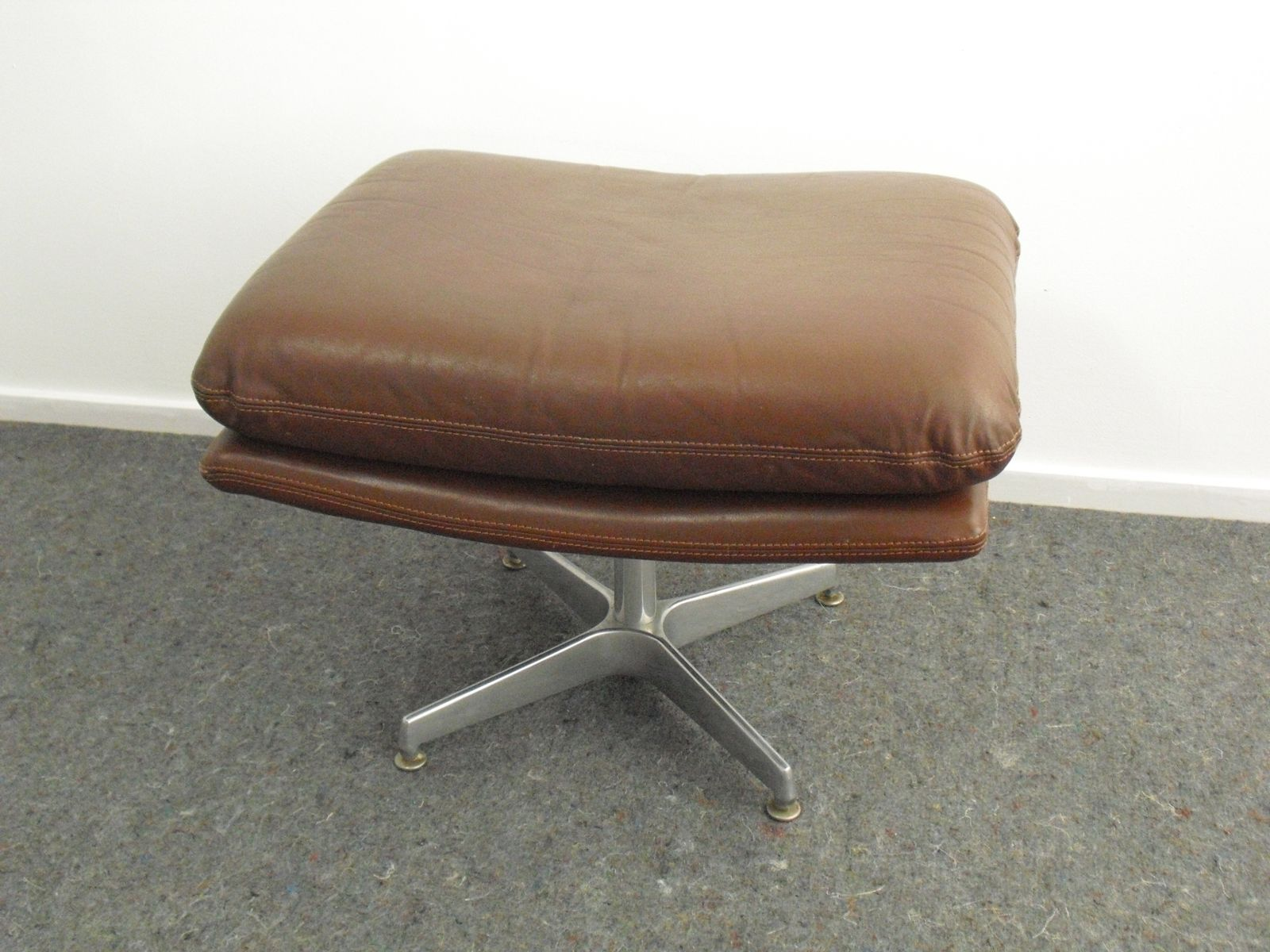 Scandinavian brown leather swivel ottoman 1970s bei pamono kaufen