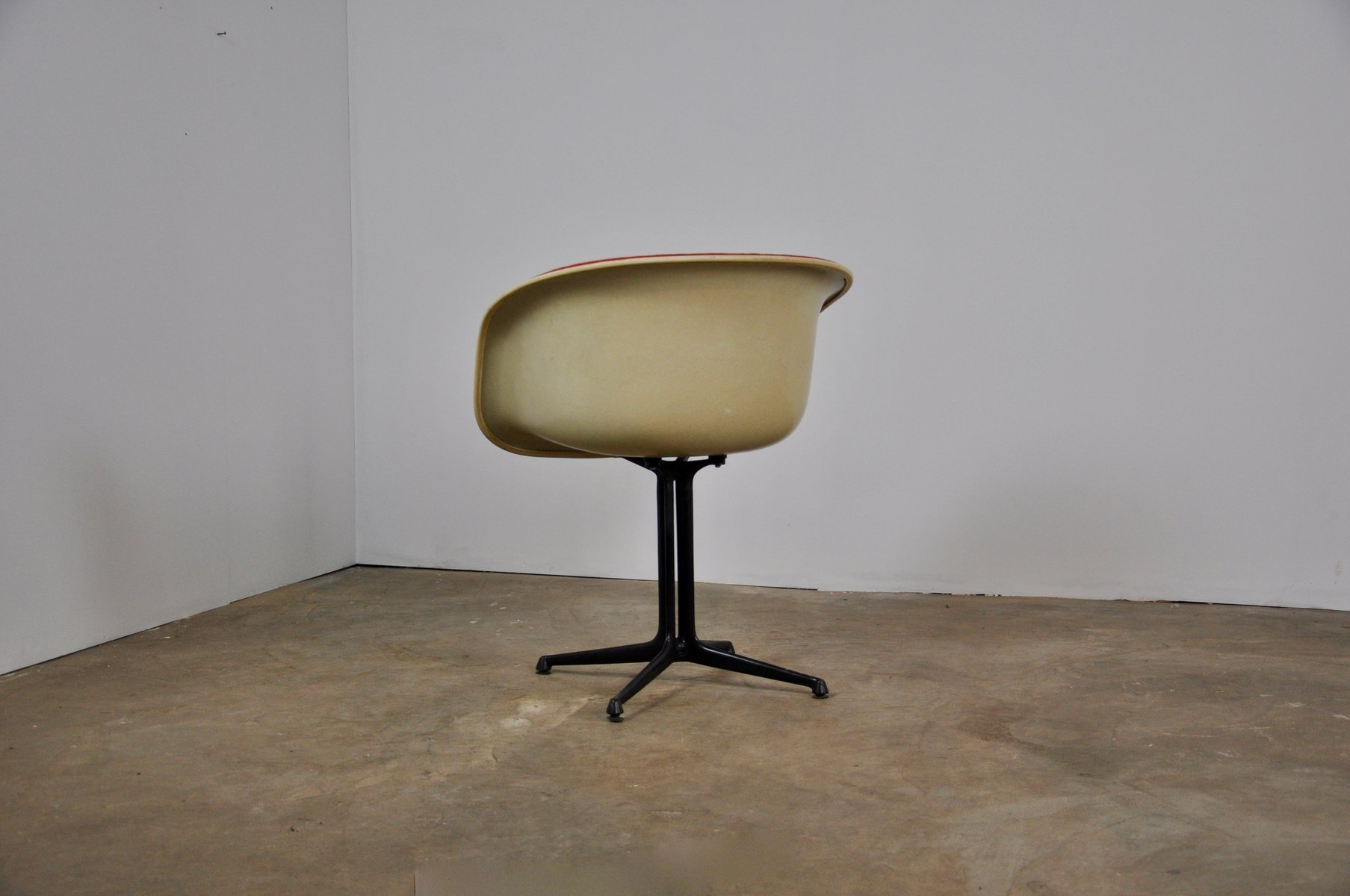la fonda shell stuhl von charles ray eames f r herman miller 1960er bei pamono kaufen. Black Bedroom Furniture Sets. Home Design Ideas