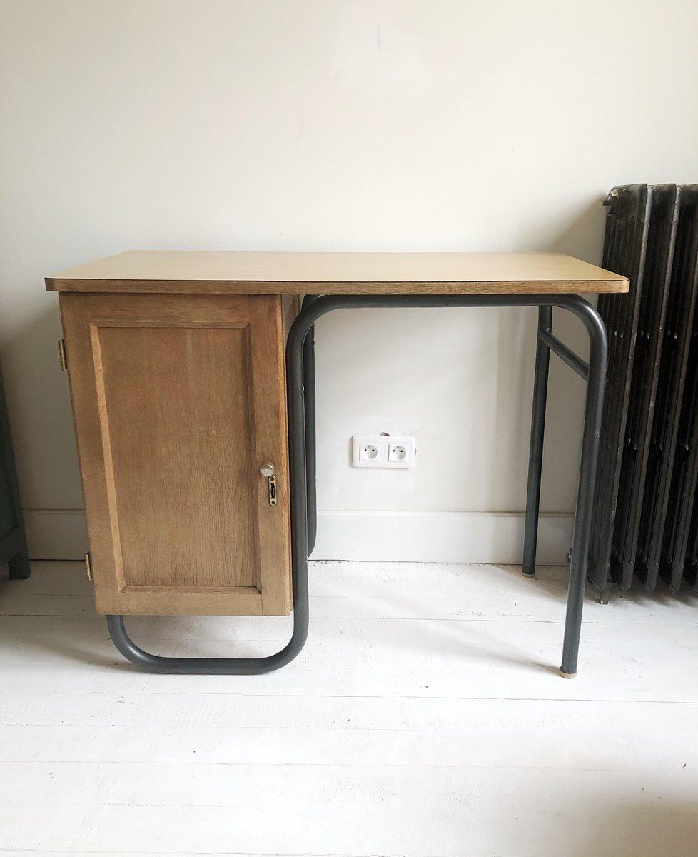petit bureau industriel vintage cadre m tallique en vente sur pamono. Black Bedroom Furniture Sets. Home Design Ideas