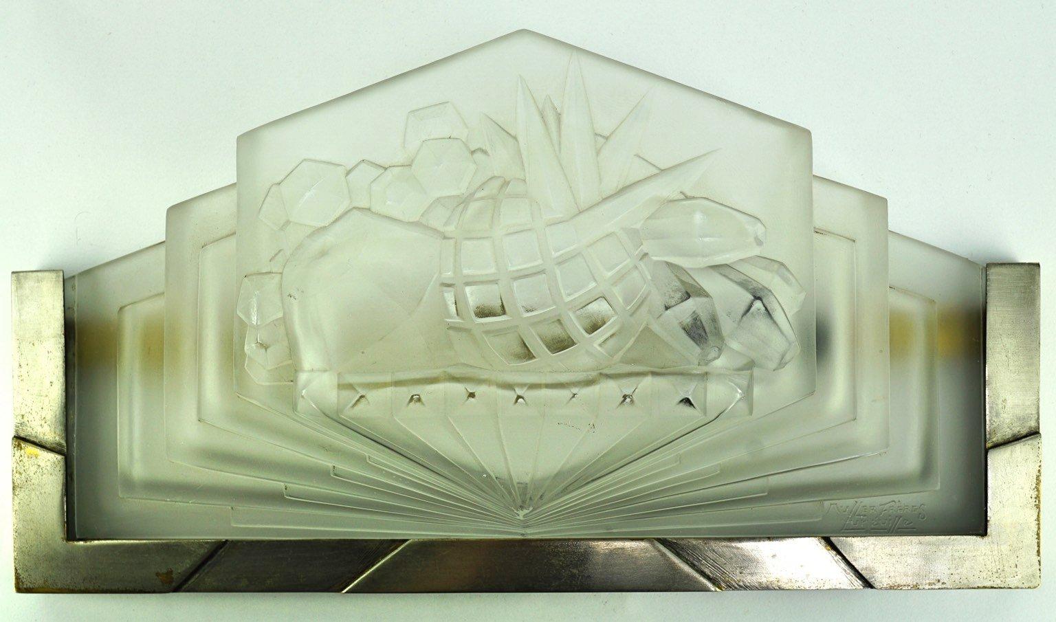 Art Deco Wandleuchten aus gepresstem Glas von Muller Frères, 1930er