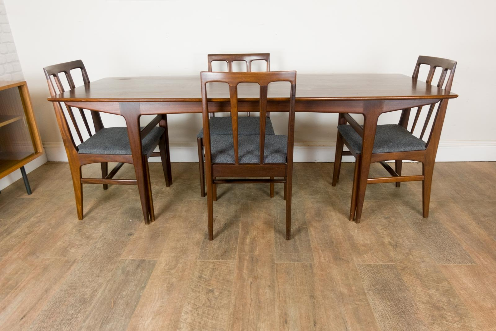 Tisch aus Afrormosia & 4 Stühle von John Herbert für Younger, 1960er