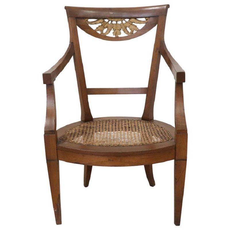 Antiker Armlehnstuhl aus Nussholz, 1780er