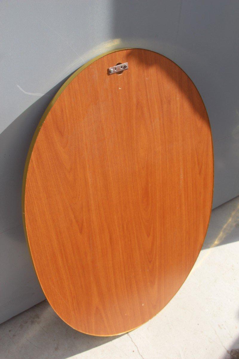 ovaler italienischer spiegel mit rahmen aus holz vergoldetem aluminium 1960er bei pamono kaufen. Black Bedroom Furniture Sets. Home Design Ideas