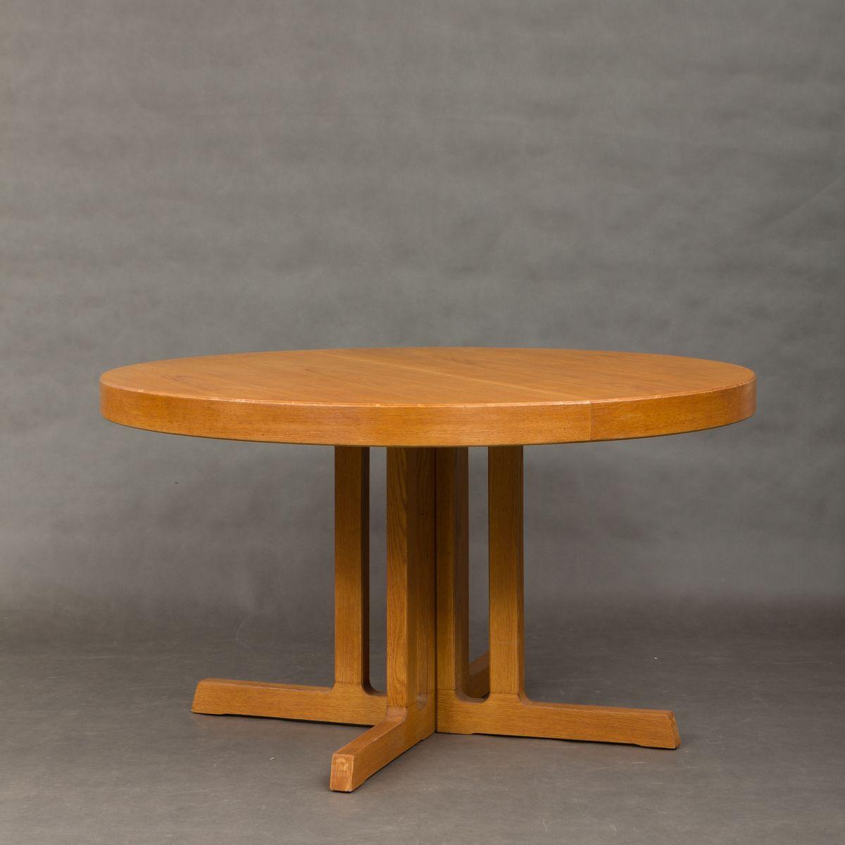 Großer runder dänischer Mid-Century Tisch aus Eiche