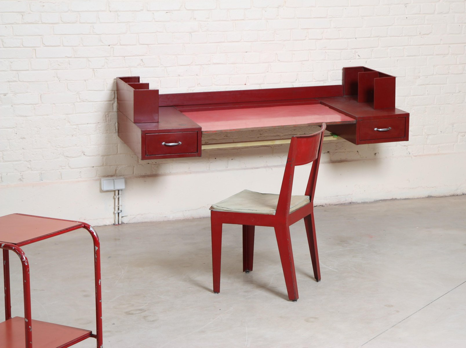 Tavolo Di Ufficio : Tavolo e sedia da ufficio vintage di jean prouvé jules leleu