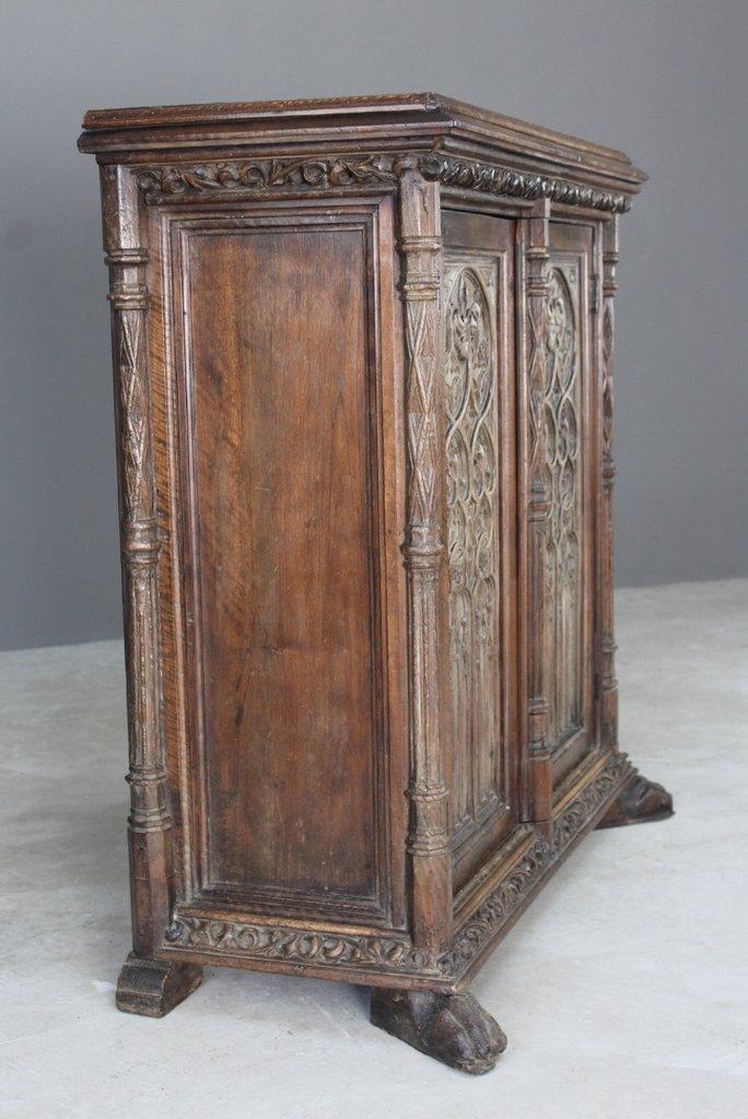 Antiker Franzosischer Schrank Aus Eiche Nussholz Im Gotischen Stil