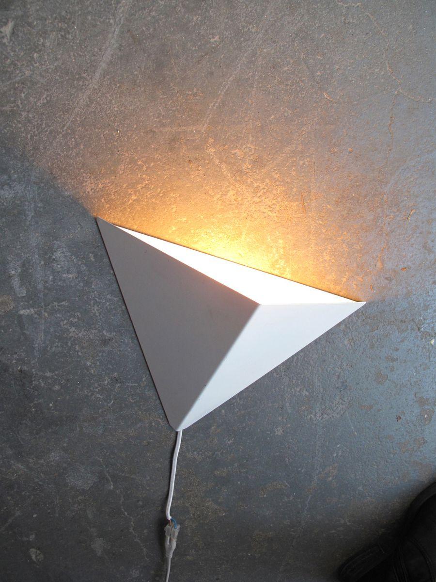 Weiße dänische Wandlampe aus Metall, 1950er