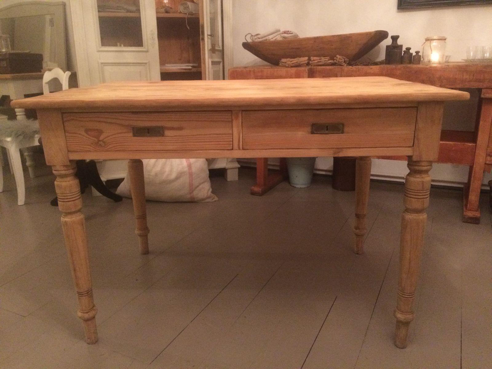 Antiker Tisch aus Tannenholz mit Schubladen