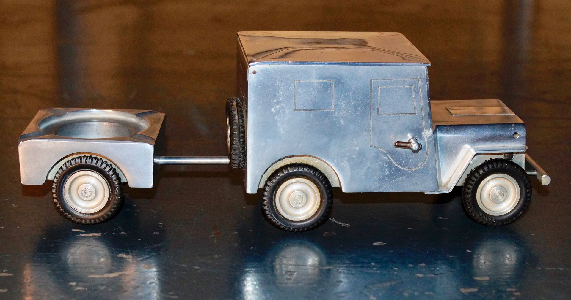 vintage wwii willy 39 s jeep table lighter ashtray. Black Bedroom Furniture Sets. Home Design Ideas