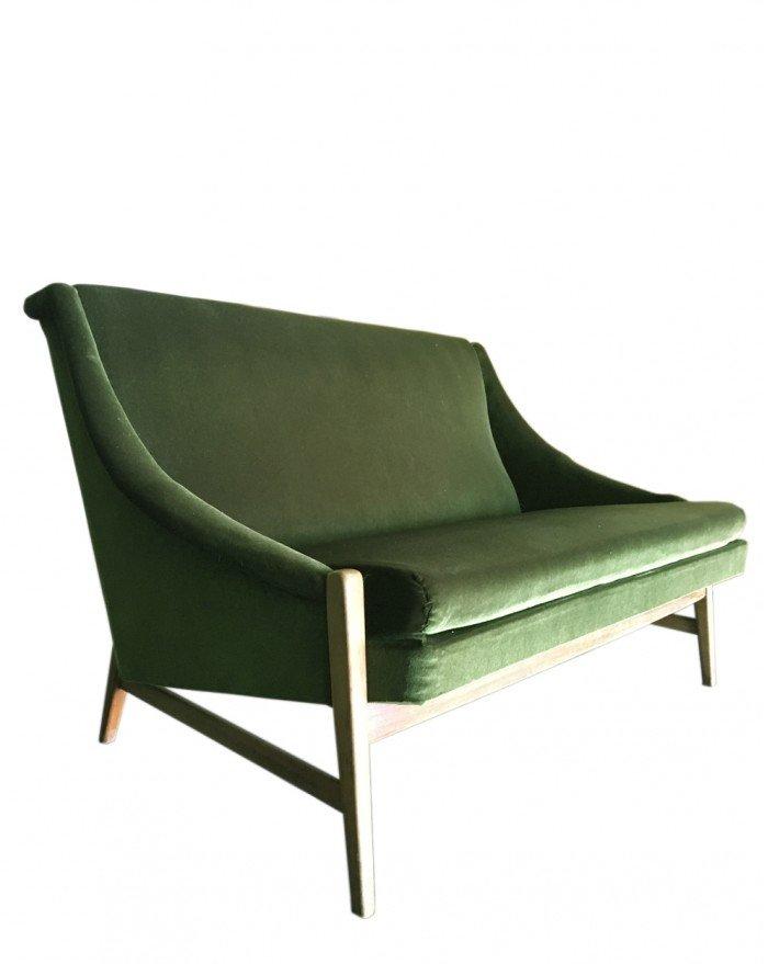 Schwedisches Zwei-Sitzer Sofa aus grünem Samt, 1950er