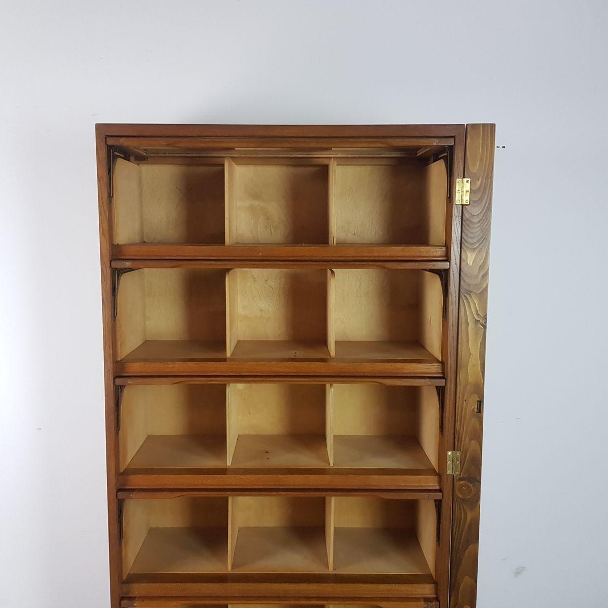 b cherregal und schrank f r kurzwaren von staverton 1950er bei pamono kaufen. Black Bedroom Furniture Sets. Home Design Ideas