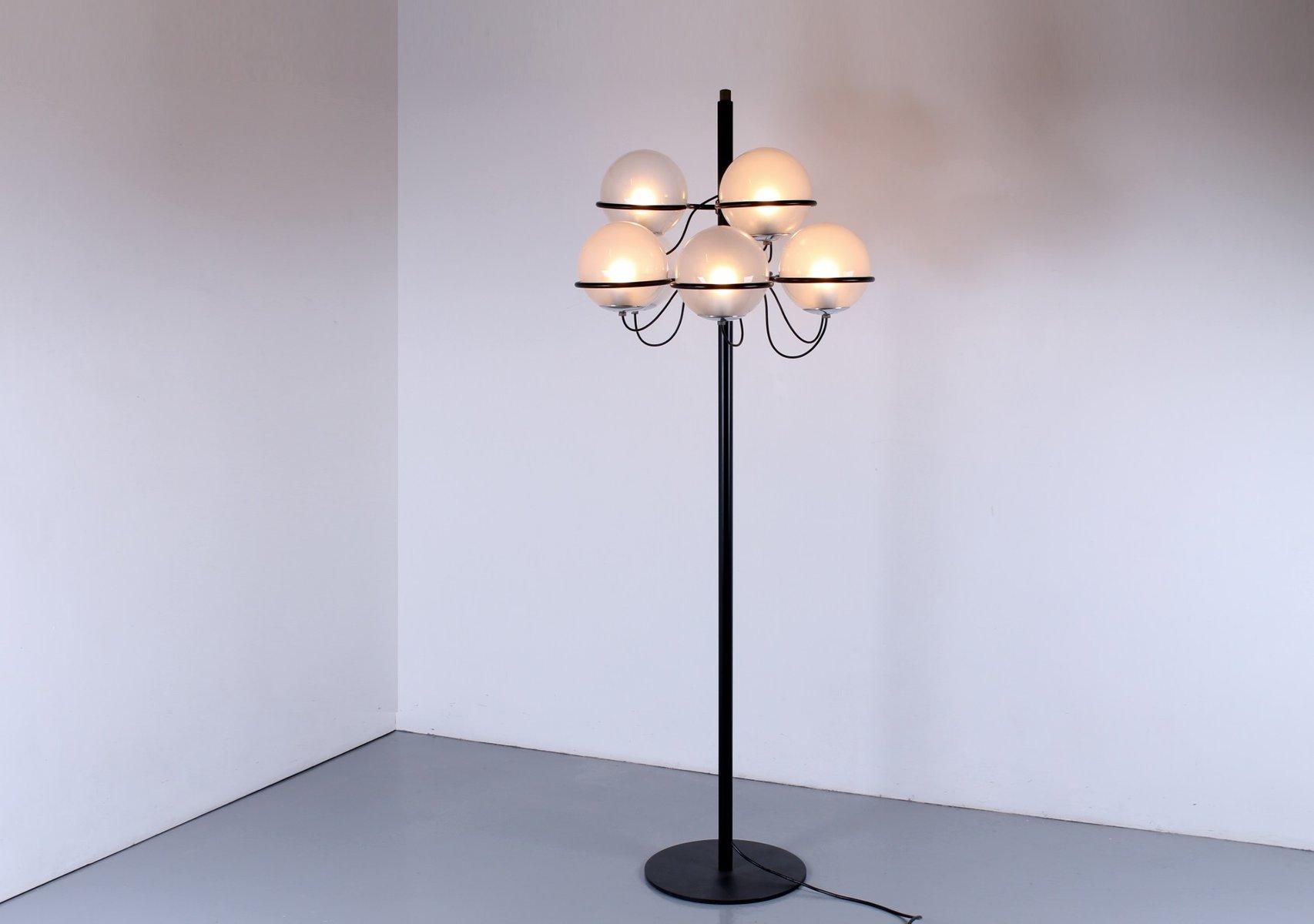 Schwarze italienische 1094 Stehlampe von Gino Sarfatti für Arteluce, 1...
