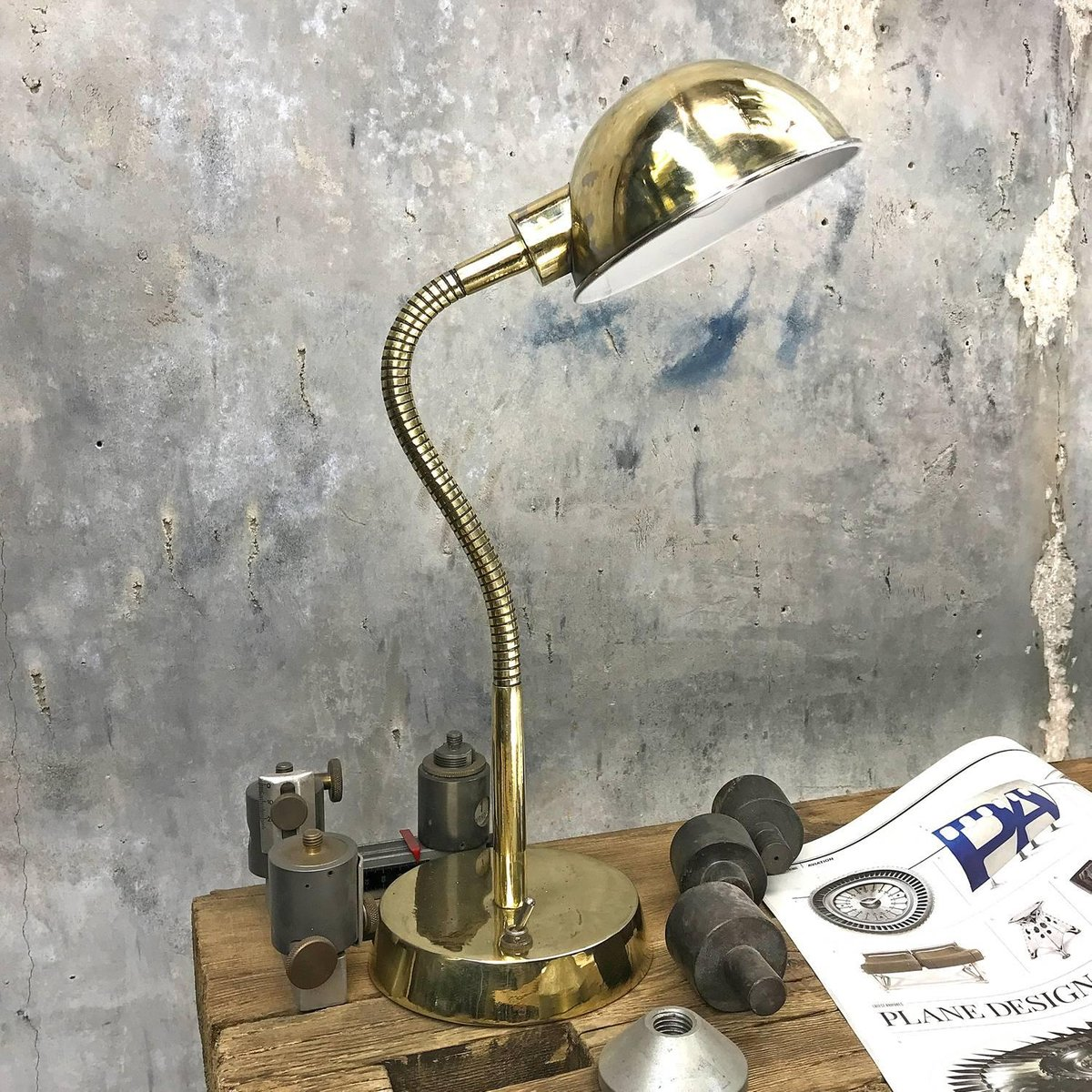 britische tischlampe aus messing mit schwanenhals. Black Bedroom Furniture Sets. Home Design Ideas