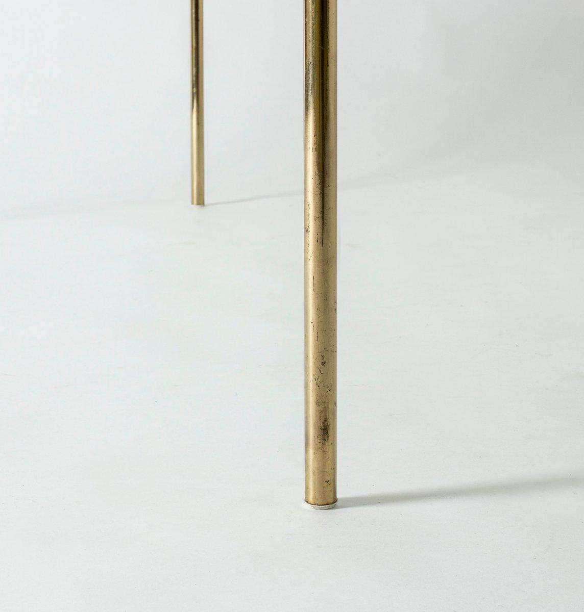 couchtisch mit gestell aus messing tischplatte aus glas. Black Bedroom Furniture Sets. Home Design Ideas