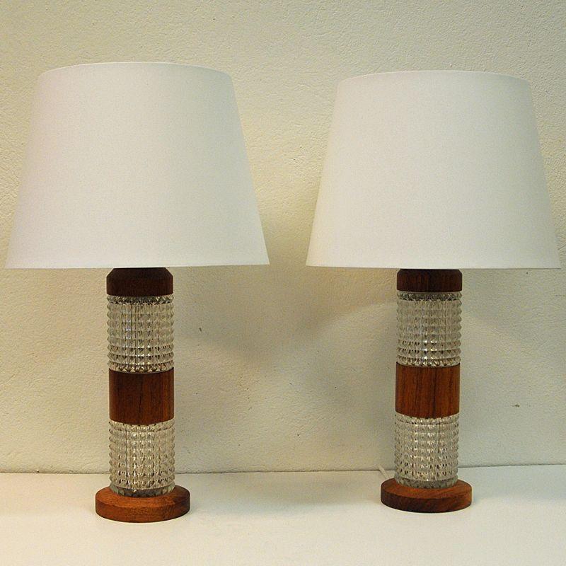 Schwedische Tischlampen aus Teak & Glas, 1960er, 2er Set