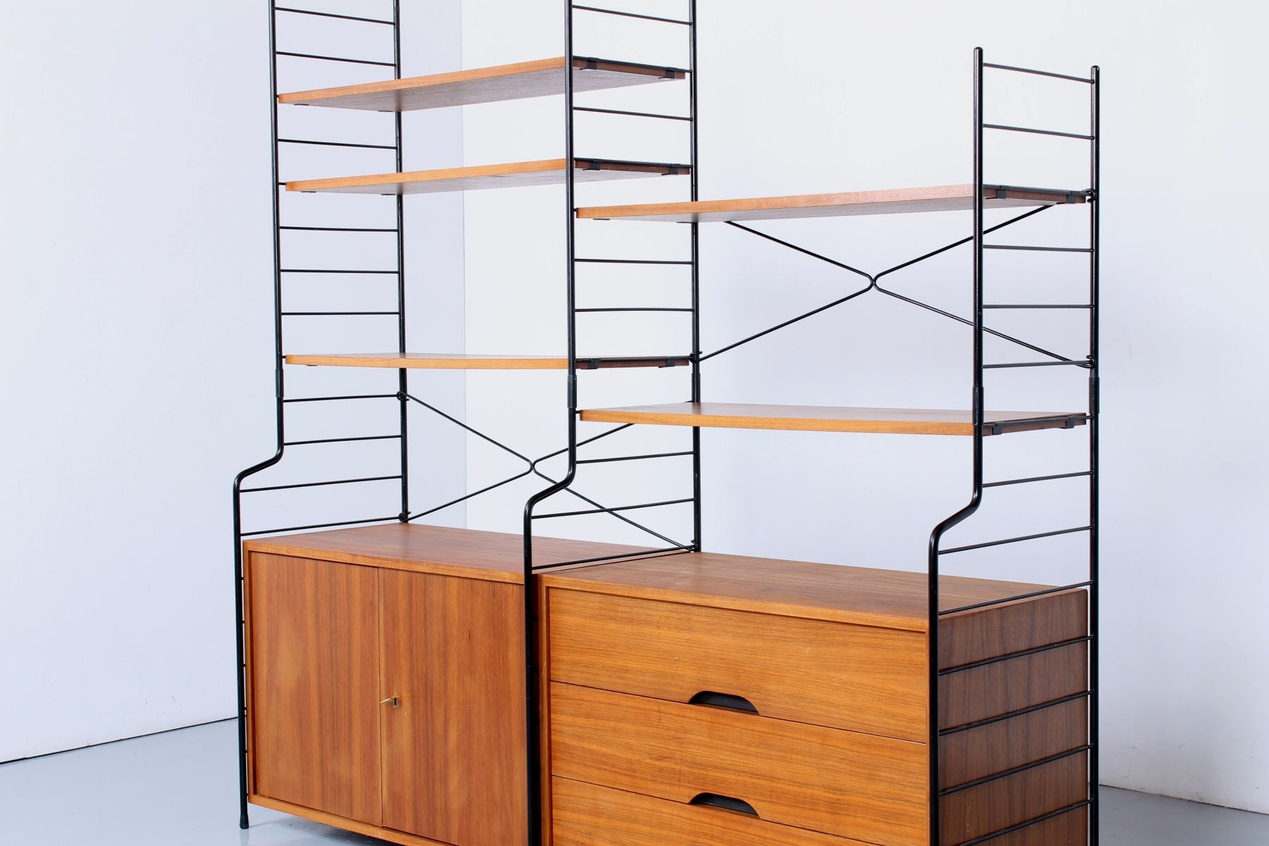biblioth que en teck avec tiroir autoportant et cordon en m tal 1950s en vente sur pamono. Black Bedroom Furniture Sets. Home Design Ideas