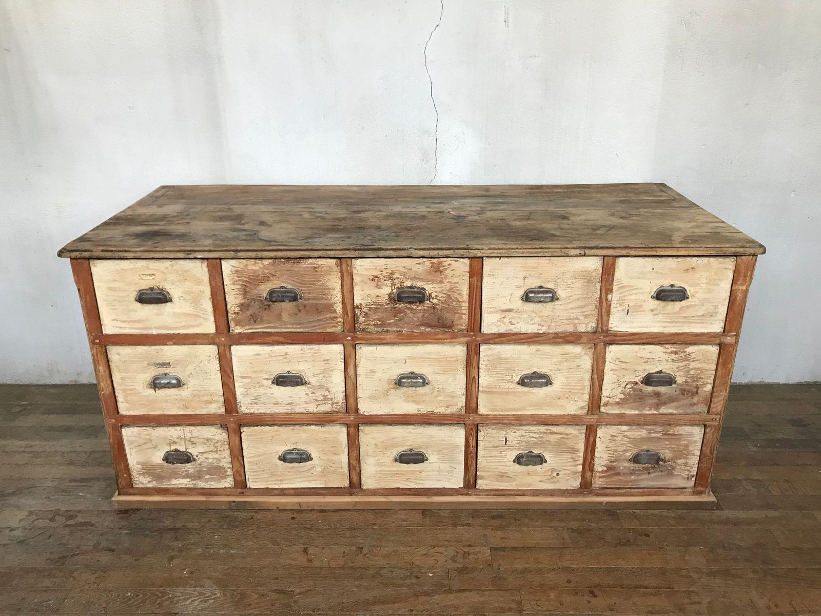 Antike Kommode mit Schubladen