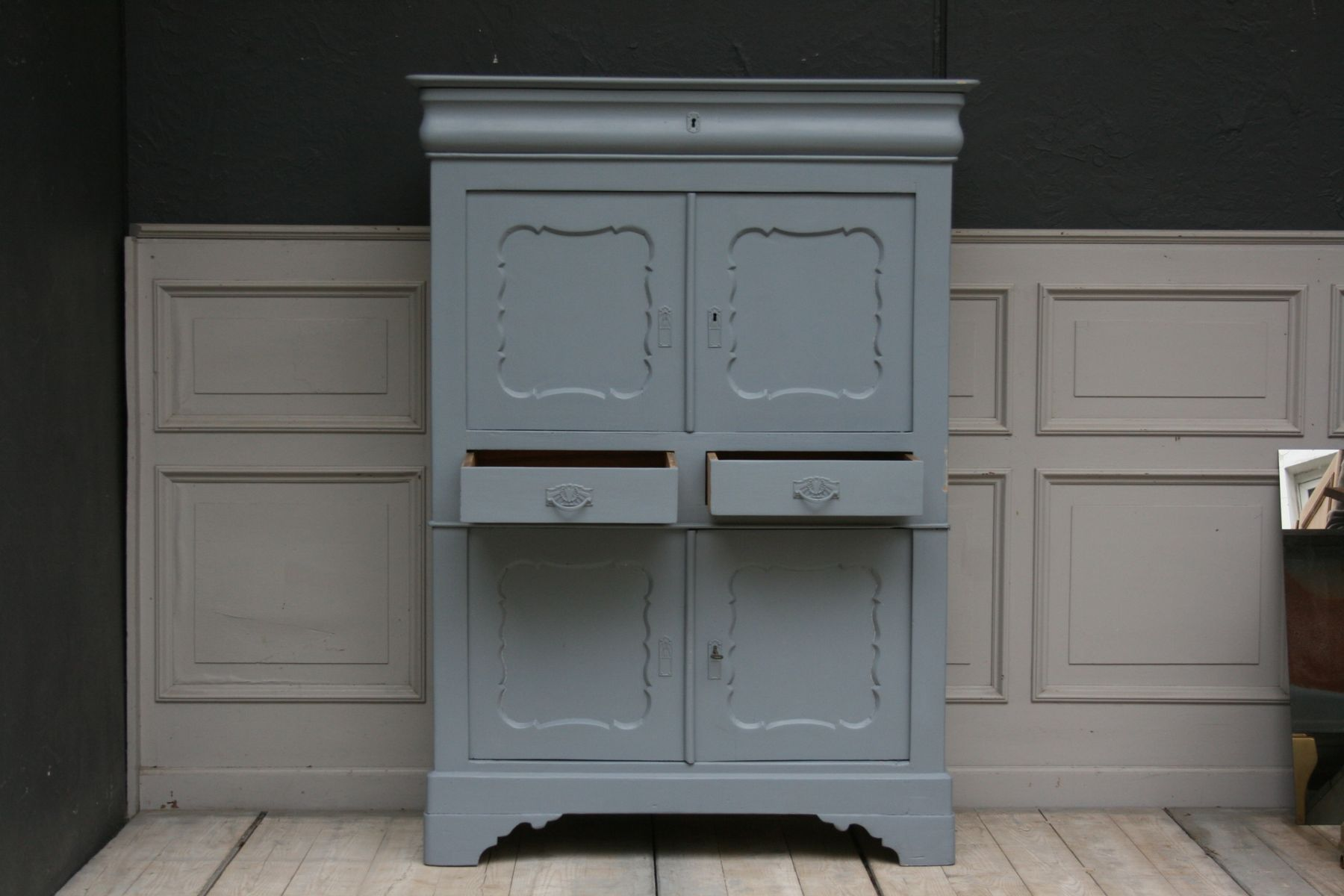 Kleiner Hellblauer Vintage Wäscheschrank Bei Pamono Kaufen