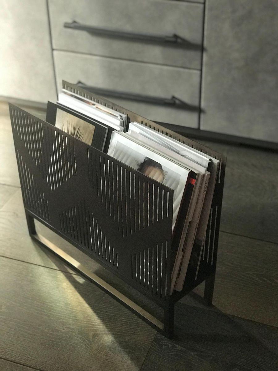 porte revues vulcano style art d co en laiton par casa. Black Bedroom Furniture Sets. Home Design Ideas