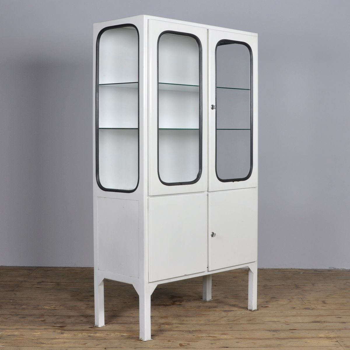 armoire pharmacie vintage en verre en fer forg 1970s en vente sur pamono. Black Bedroom Furniture Sets. Home Design Ideas