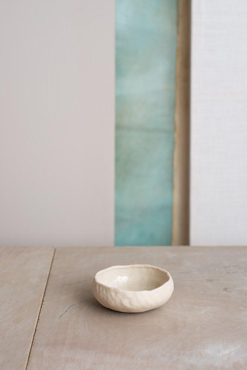 By Hand White Sand Breischale von Kana London