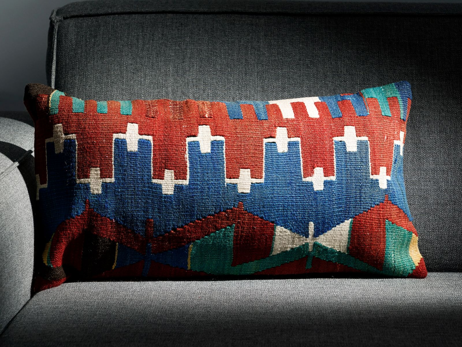 Groovy Southwesten White Red Blue Wool Cotton Lumbar Kilim Pillow By Zencef 2011 Evergreenethics Interior Chair Design Evergreenethicsorg