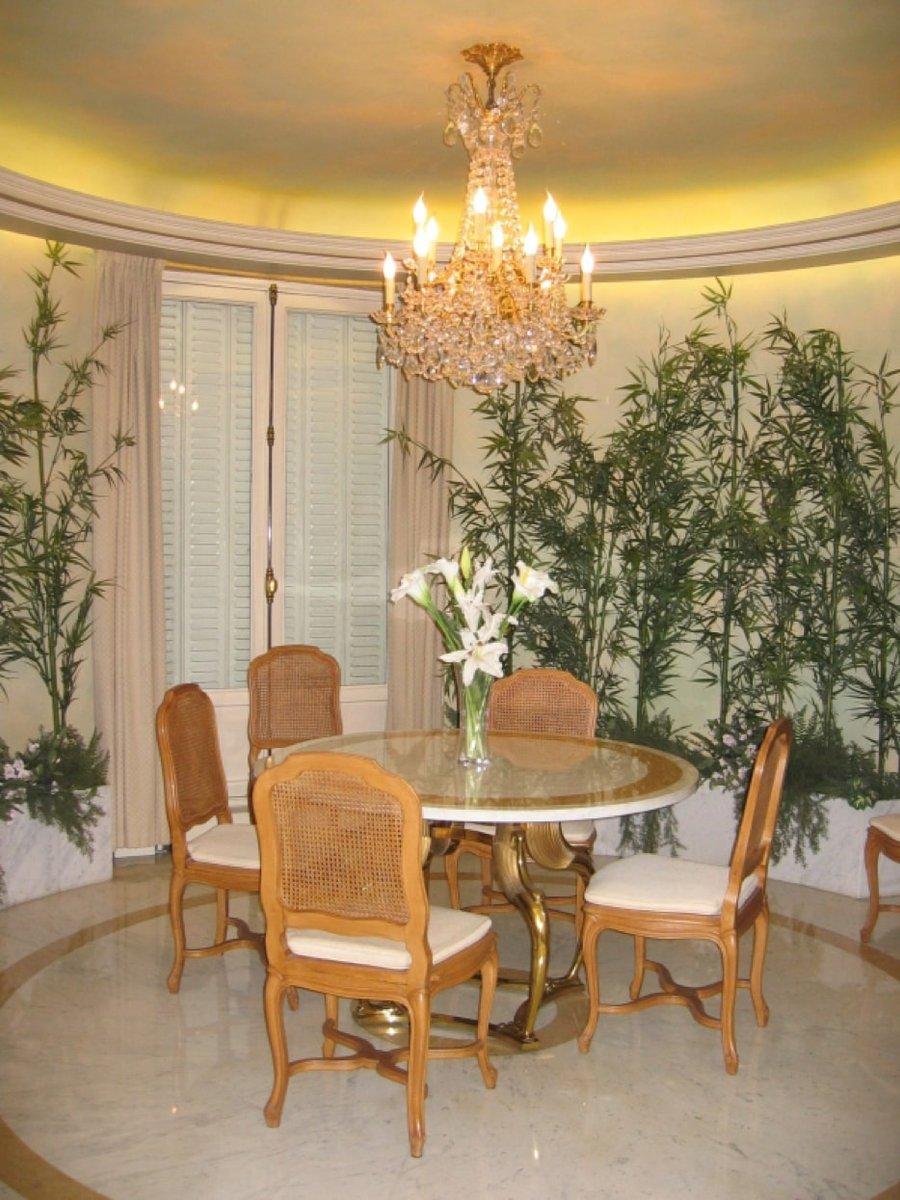 table de salle manger en laiton en marbre par robert. Black Bedroom Furniture Sets. Home Design Ideas