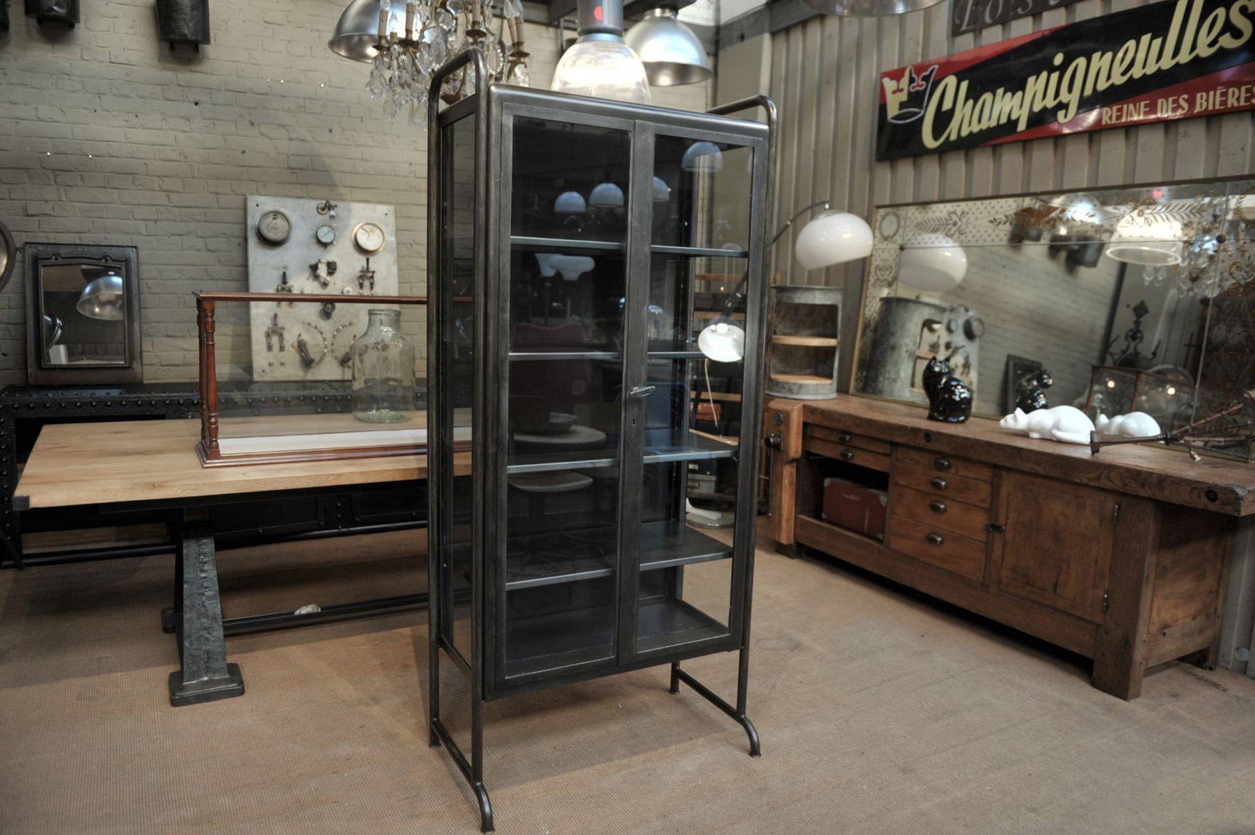 meuble vitrine de pharmacie en m tal poli et en verre 1950s en vente sur pamono. Black Bedroom Furniture Sets. Home Design Ideas