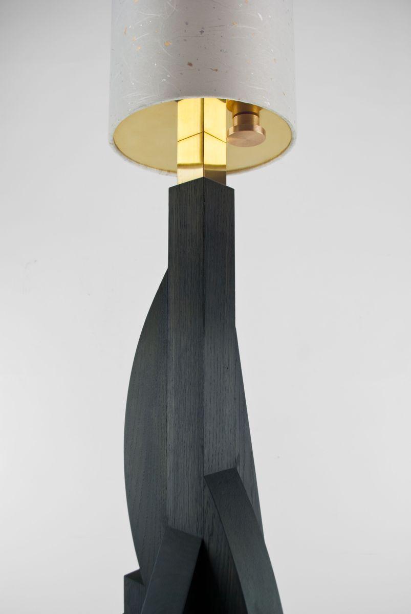lampadaire tower avec base g om trique en ch ne abat. Black Bedroom Furniture Sets. Home Design Ideas
