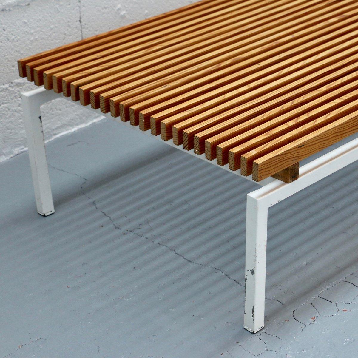 wei lackierte b nke aus stahl holz 1980er 2er set bei pamono kaufen. Black Bedroom Furniture Sets. Home Design Ideas