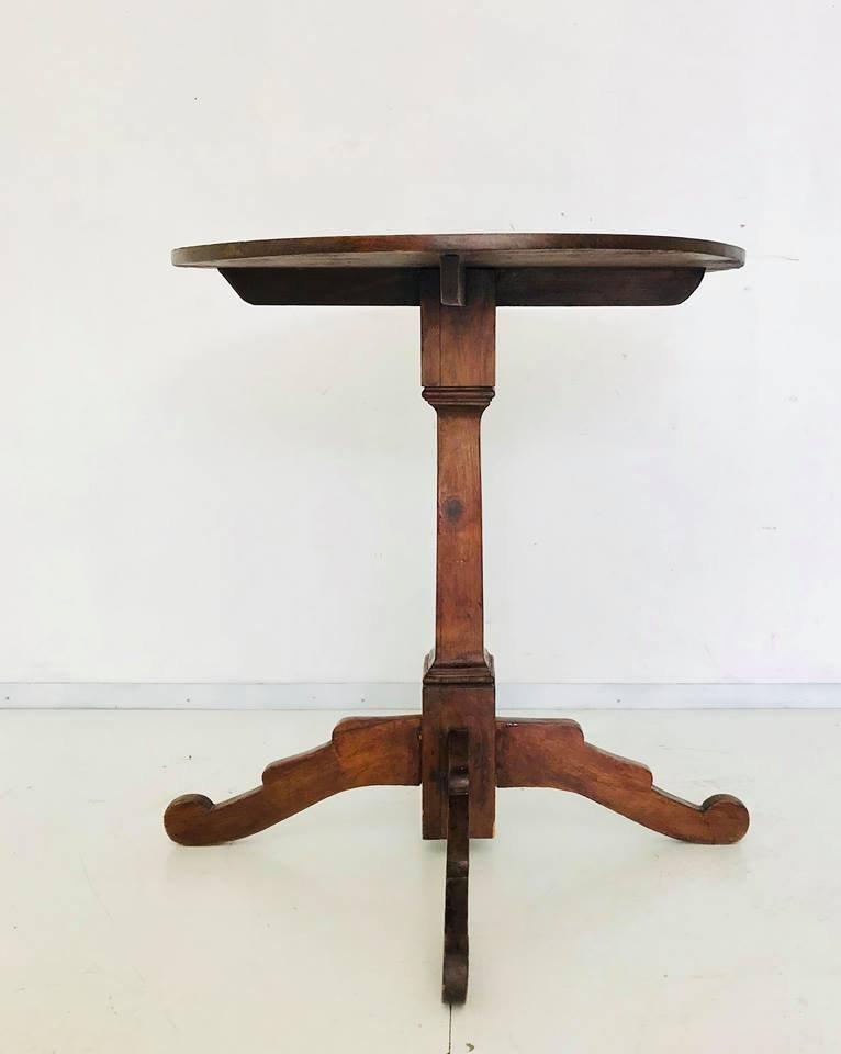 antiker kleiner runder tisch aus holz 1900er bei pamono. Black Bedroom Furniture Sets. Home Design Ideas