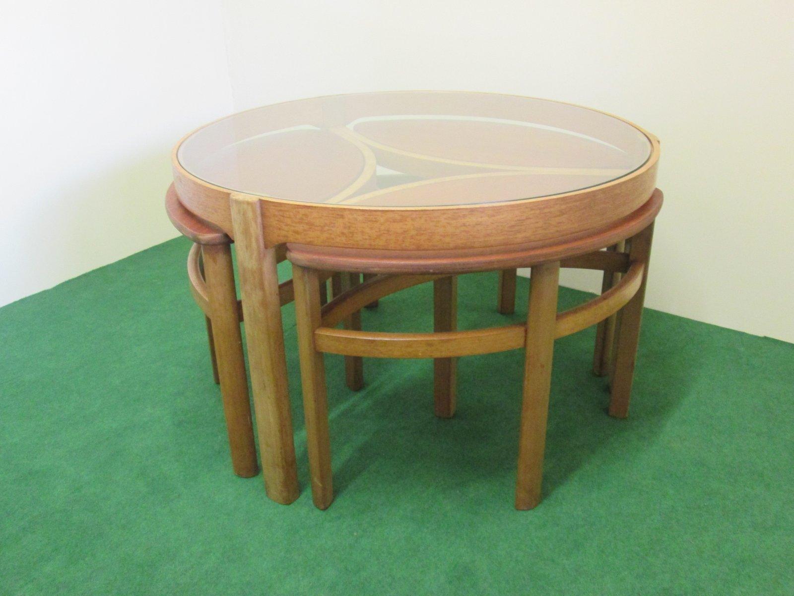 table basse ronde vintage en teck avec 3 tables gigognes ovales en vente sur pamono. Black Bedroom Furniture Sets. Home Design Ideas