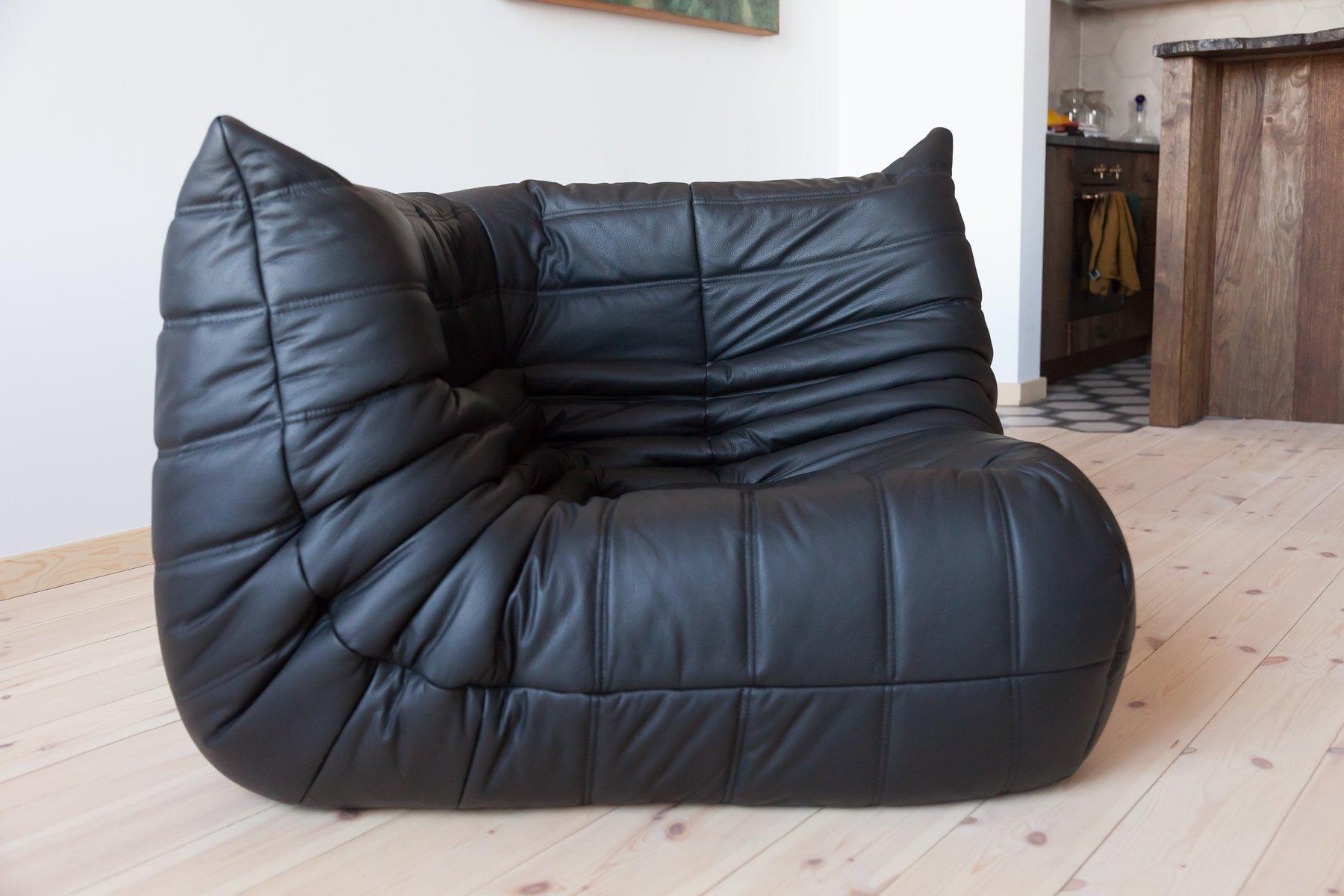 fauteuil d 39 angle togo vintage en cuir noir par michel. Black Bedroom Furniture Sets. Home Design Ideas