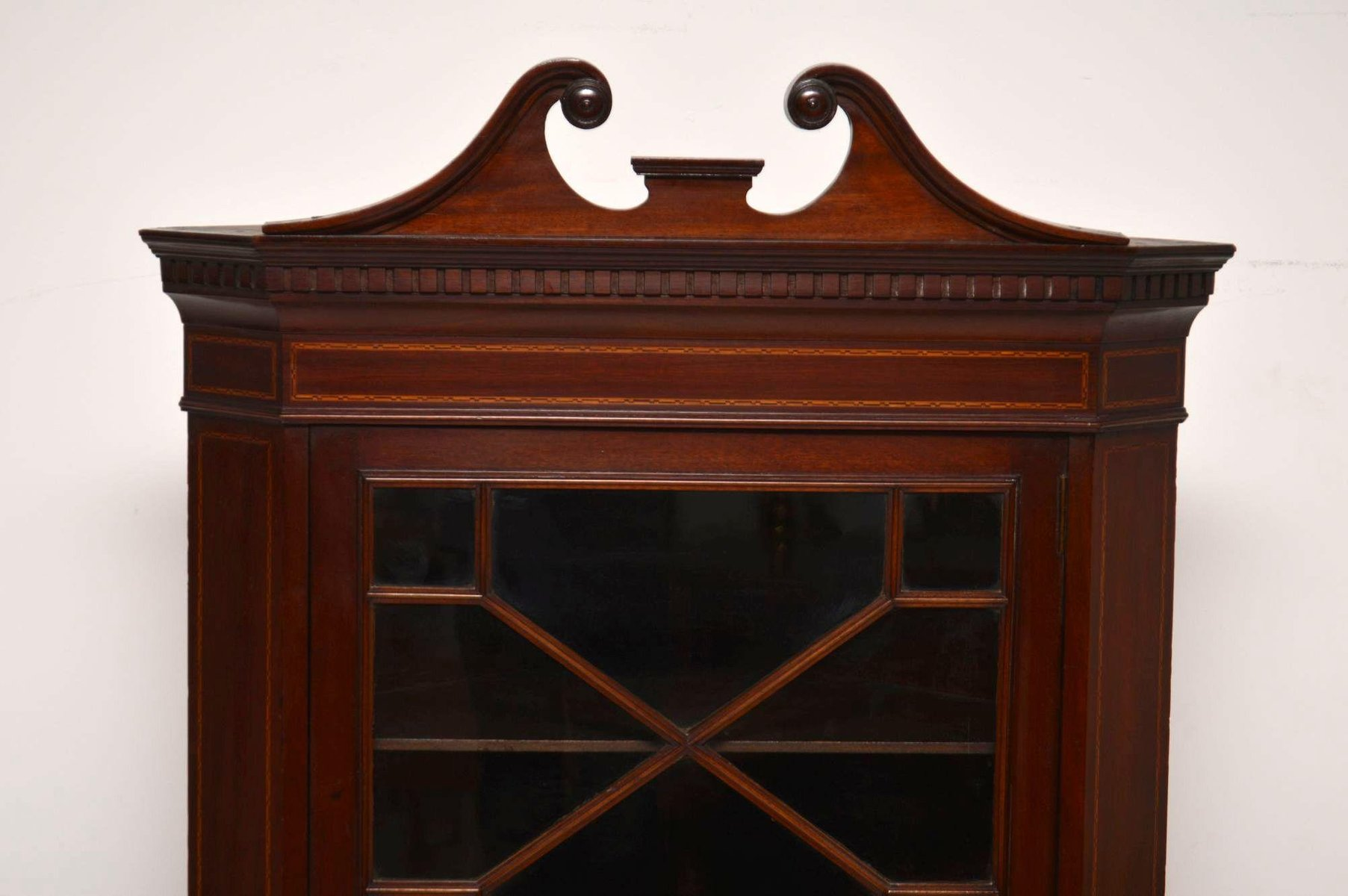 Antiker Edwardianischer Eckschrank Aus Mahagoni Mit Intarsien Bei