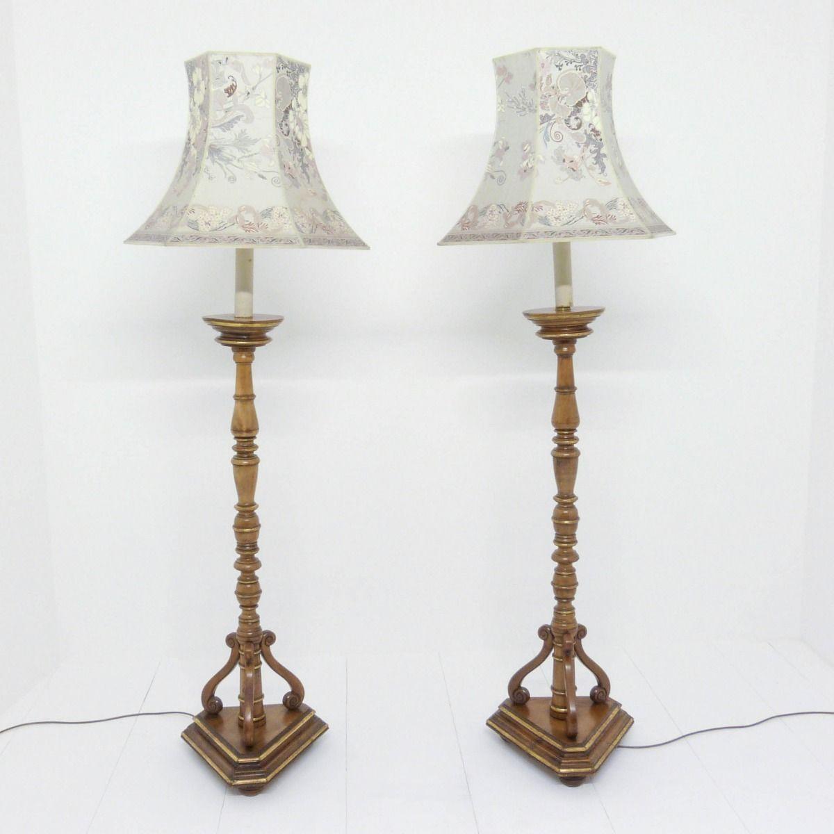 Vergoldete Stehlampe aus Nussholz, 1920, 2er Set