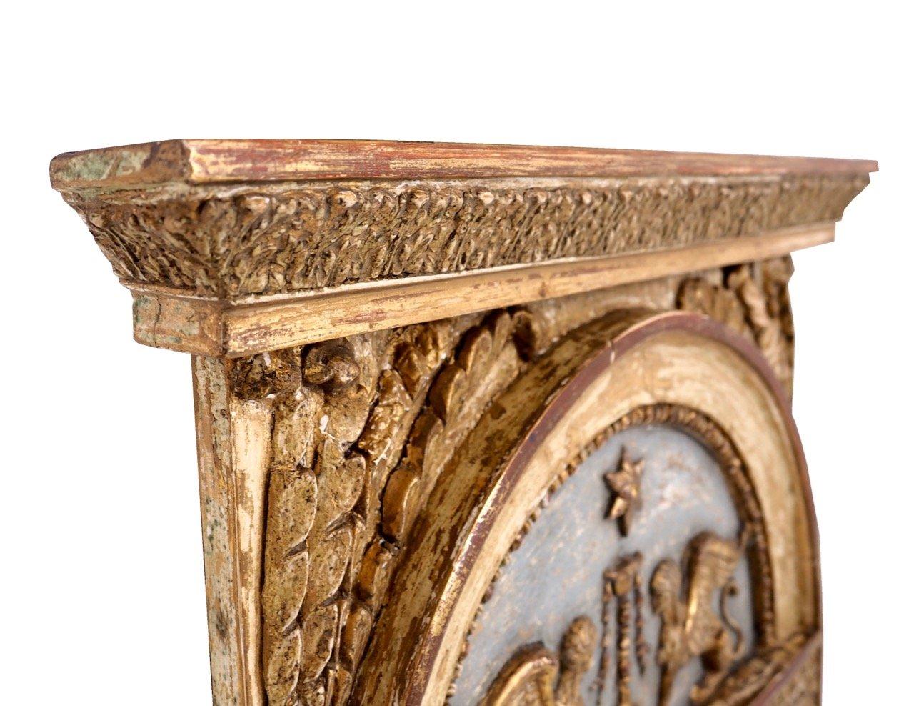 gro er antiker spiegel mit rahmen aus geschnitztem holz. Black Bedroom Furniture Sets. Home Design Ideas