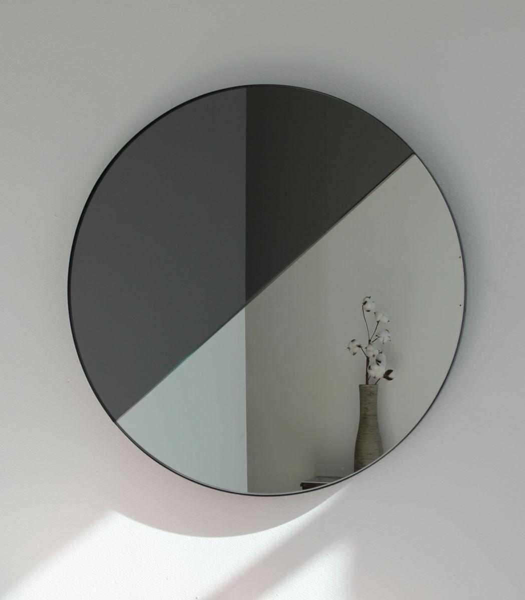Grand miroir mixte dualis orbis rond avec cadre teint noir par alguacil perkoff ltd 2019 en for Miroir teinte design