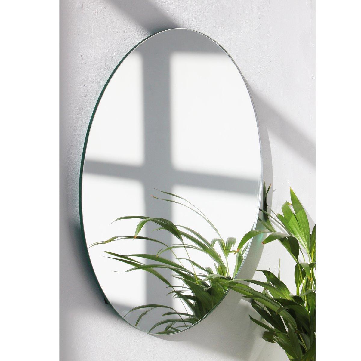 mittelgro er runder versilberter orbis spiegel ohne rahmen. Black Bedroom Furniture Sets. Home Design Ideas
