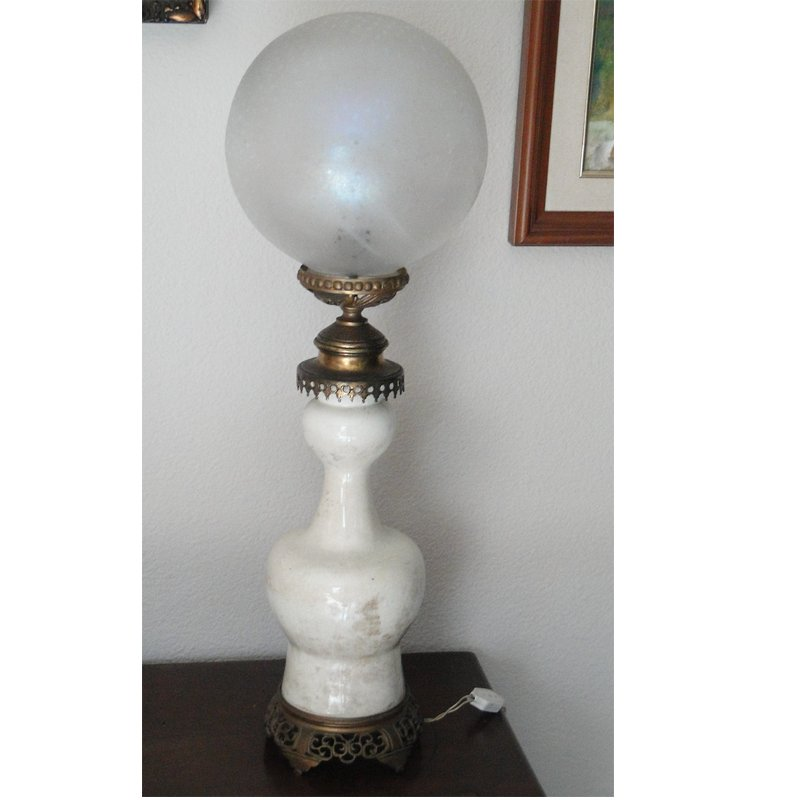Antike Tischlampe aus Messing, Keramik & Kristallglas