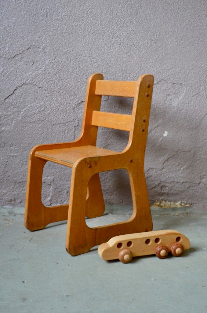 chaise d 39 enfant vintage en bois en vente sur pamono. Black Bedroom Furniture Sets. Home Design Ideas
