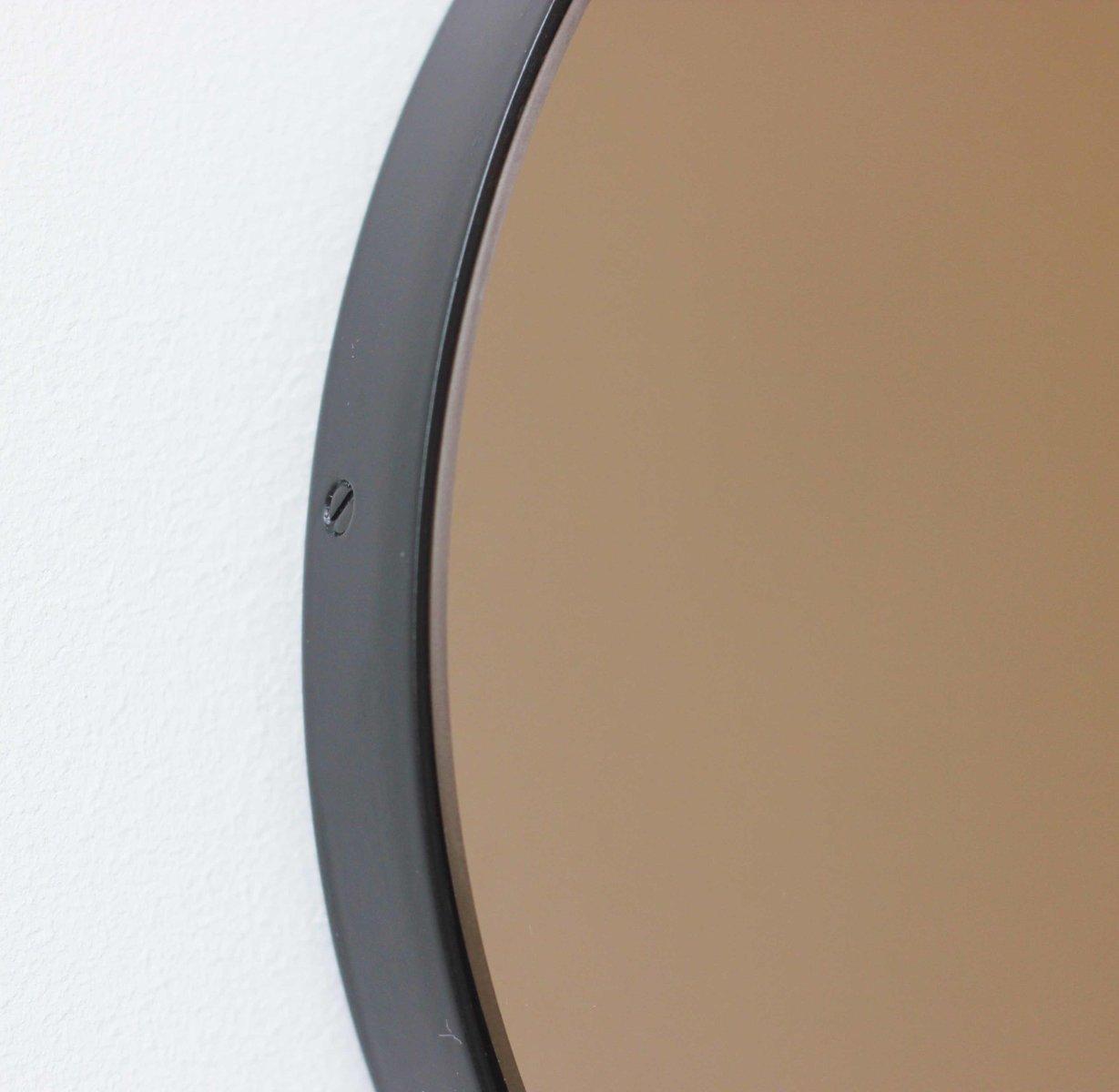 Miroir teint rond orbis avec cadre noir par alguacil perkoff ltd en vente sur pamono for Miroir teinte design