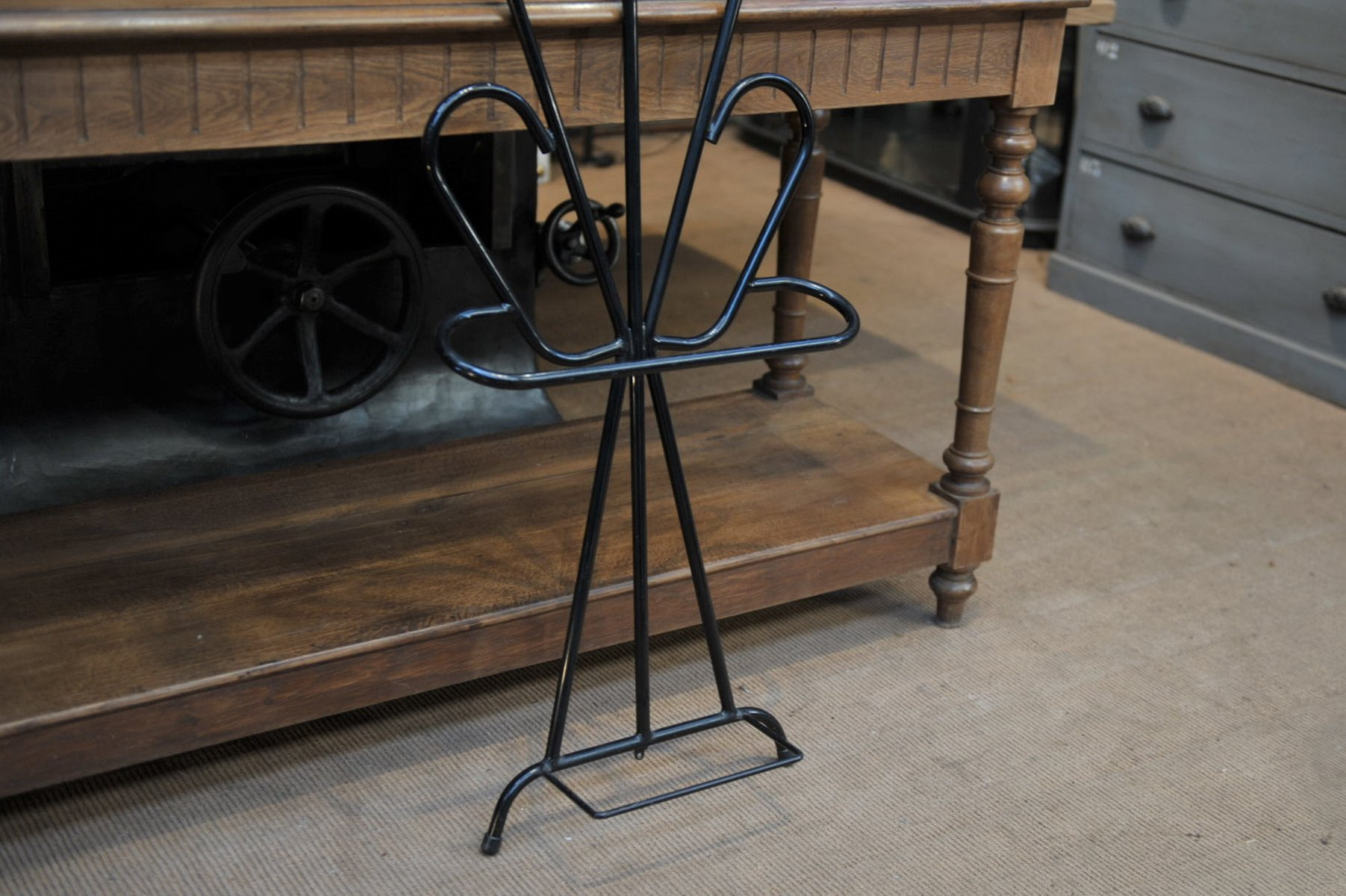vintage garderobe aus metall 1960er bei pamono kaufen. Black Bedroom Furniture Sets. Home Design Ideas