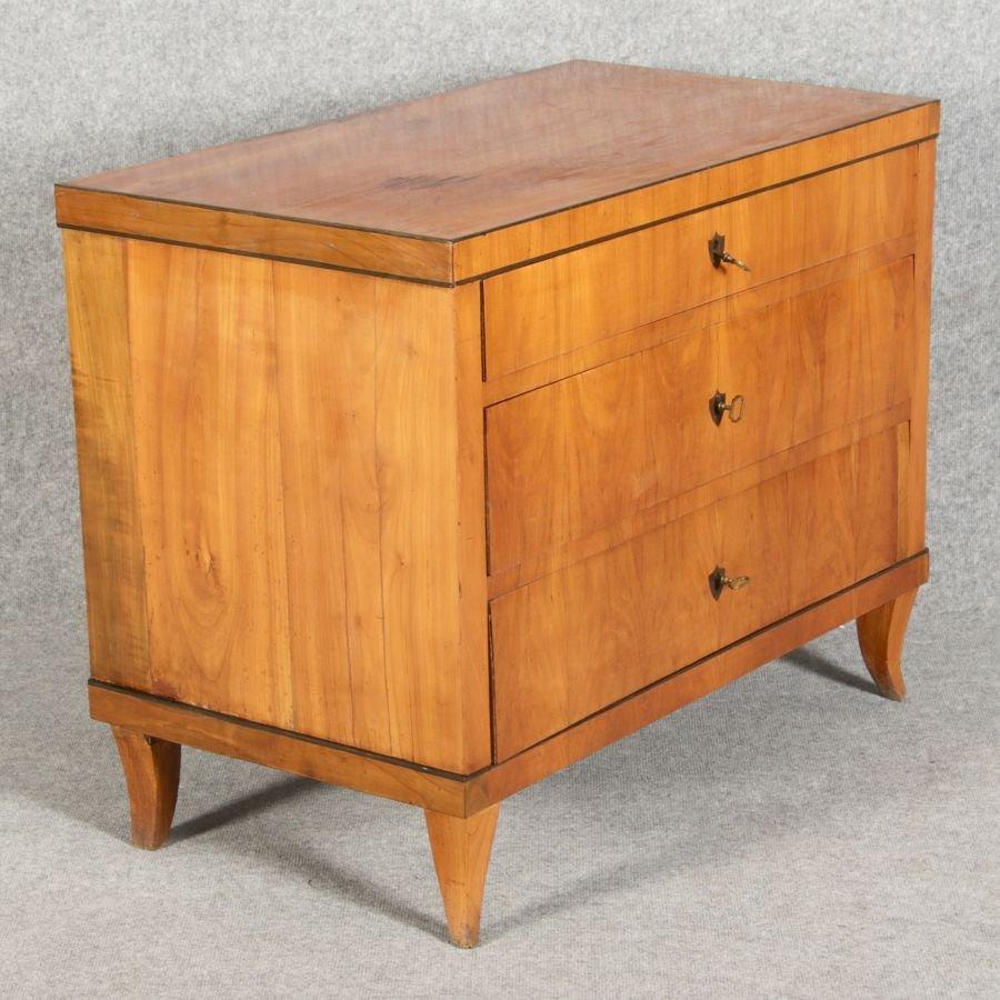 petite commode biedermeier antique en cerisier en vente sur pamono. Black Bedroom Furniture Sets. Home Design Ideas