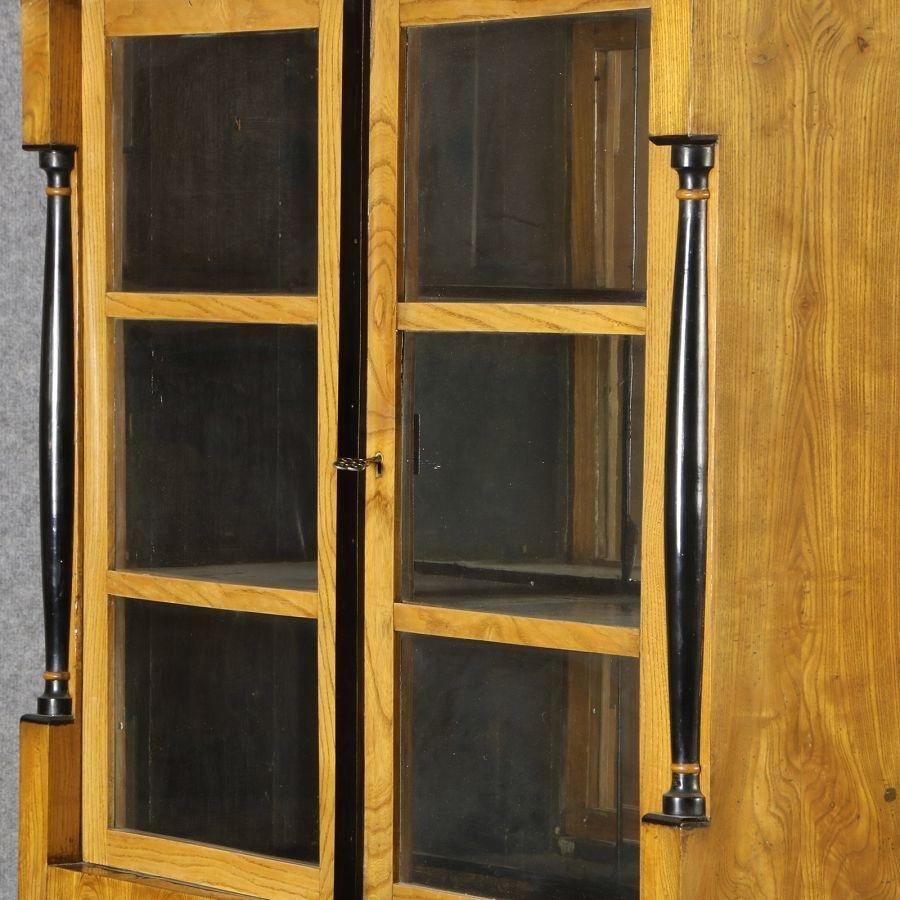 vitrine en bois et en verre  allemagne  1810s en vente sur