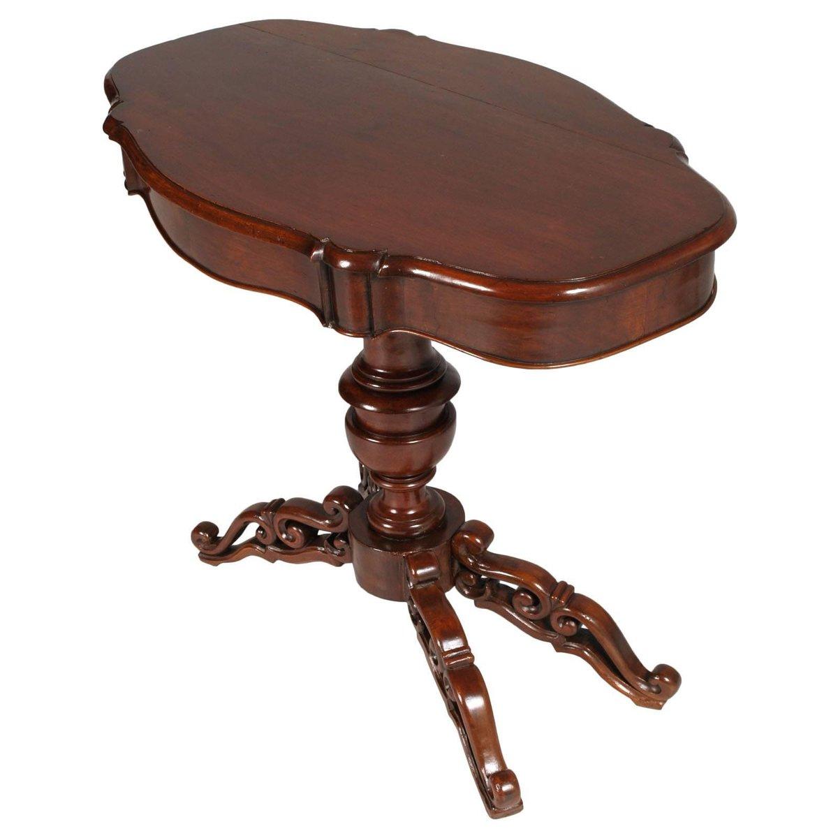Antiker barocker Esstisch aus geschnitztem Nussholz von Cucchi & Sola