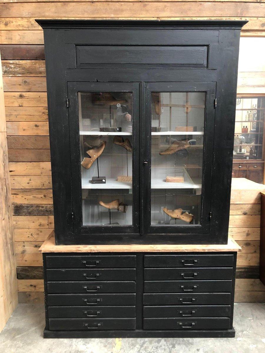 schrank mit 2 t ren schubladen 1920er bei pamono kaufen. Black Bedroom Furniture Sets. Home Design Ideas