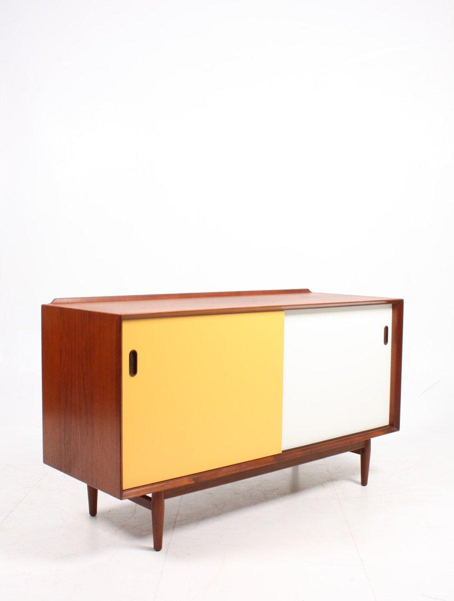 Mid-Century Sideboard aus Teak mit farbigen Türen von Arne Vodder für ...