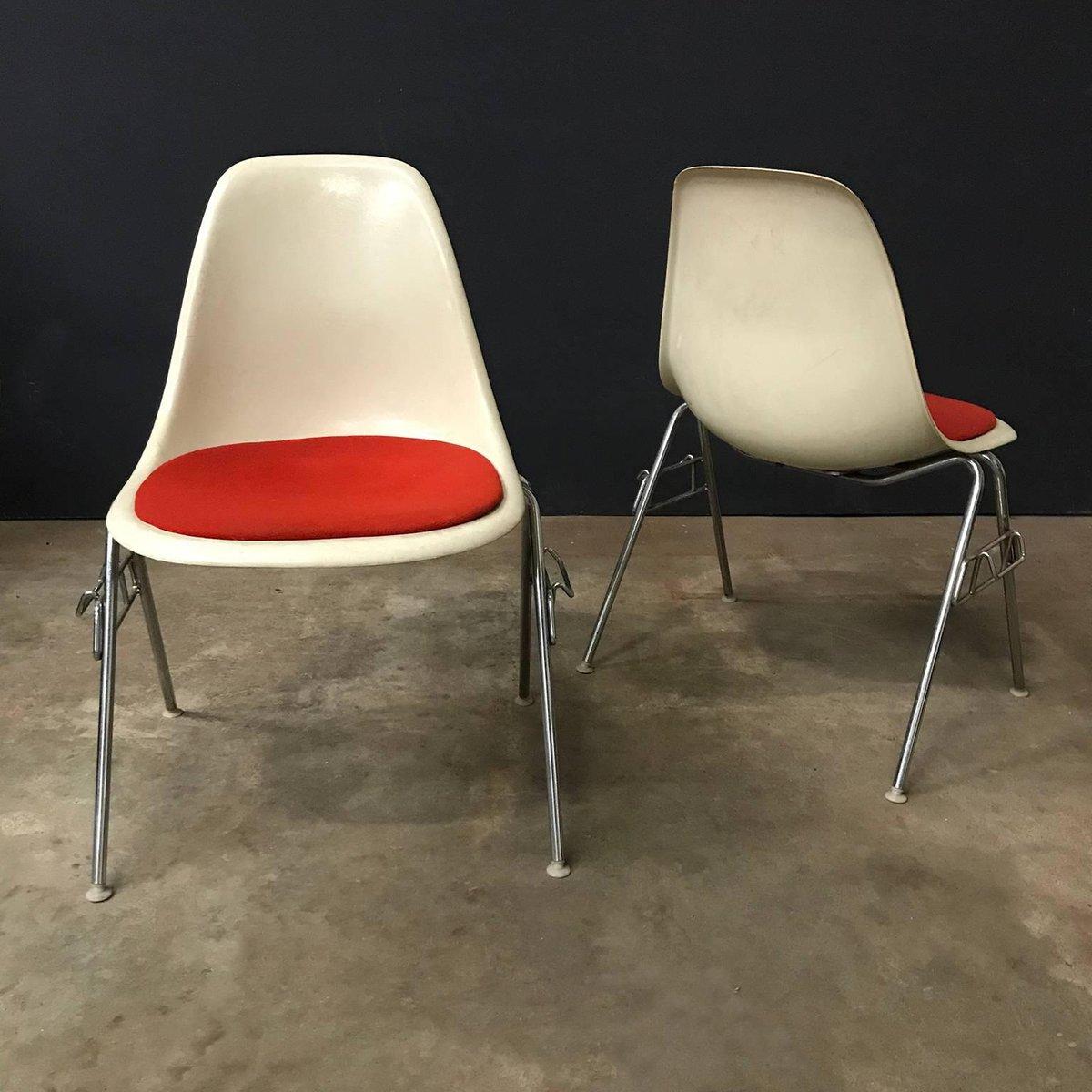 Sedia impilabile in fibra di vetro di Charles & Ray Eames ...